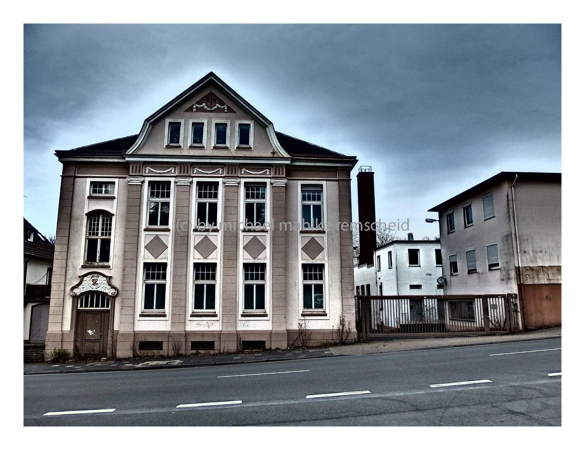 Honsberg Lamb stolze Architektur einer großen Firma - Foto: M. Mahlke